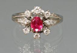 Ring, WG 750, 1 oval facettierter Rubin, 6 Brillanten zus. ca. 0.18 ct., 6 Besatzdiamanten, 5 g, RM