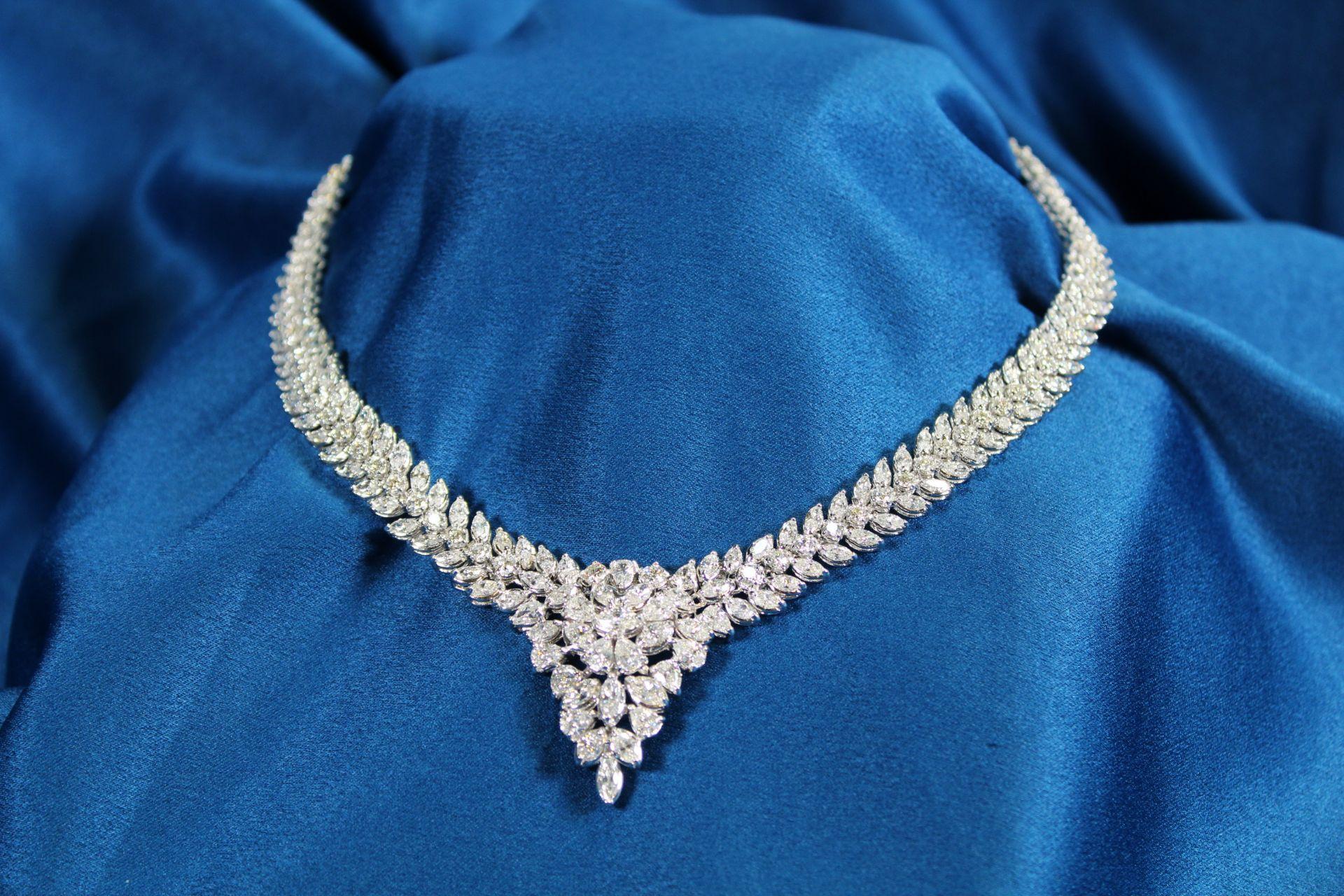 Collier, Atelier J.P. CAM, Fine Jewelery, Hongkong, WG 750, ca. 19.05 ct.