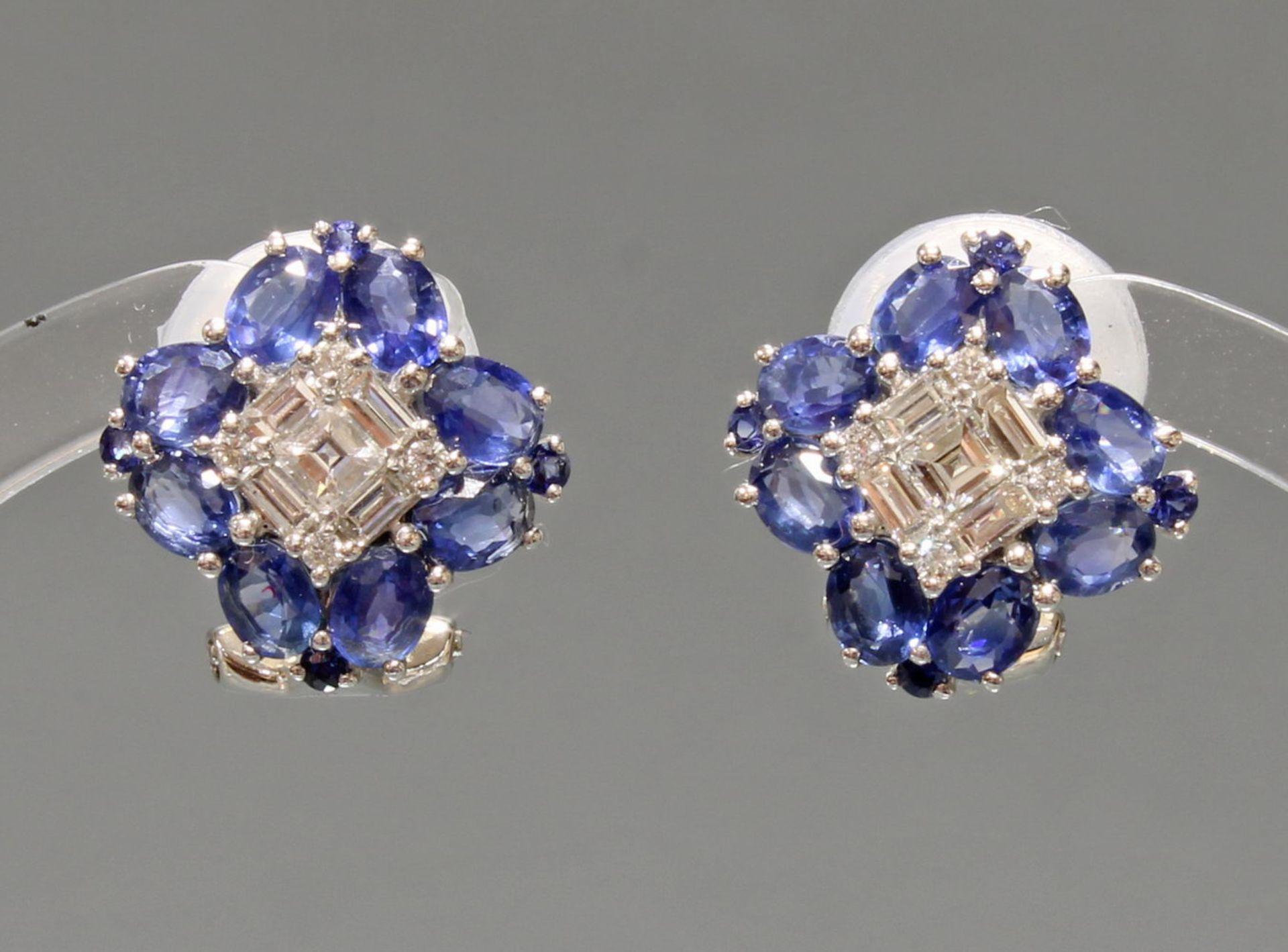 Paar Ohrstecker, mit Clip, WG 750, Brillanten, Diamanten zus. ca. 0.60 ct., etwa tcr/vs, Baguette-