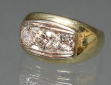 Ring, GG 585, 1 Brillant ca. 0.45 ct., 1 Brillant ca. 0.25 ct., beide etwa fw-w/lpr.-vvs, 1 Diamant