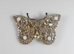 Modeschmuck-Brosche, 'Schmetterling', wohl Gablonz/Böhmen, Strass/Metall, 5 x 7.5 cm