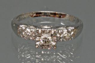 Ring, WG 585, 3 kleine Diamanten, 2 g, RM 17