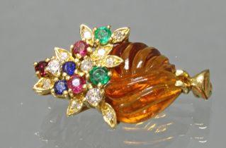 Brosche, 'Blumenkörbchen', GG 750, geschnittener Citrin, Brillanten, Saphire, Rubine, Smaragde, 5 g