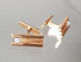 Paar Manschettenknöpfe, RG 585, teils mattiert, 2 kleine Brillanten, 22 g