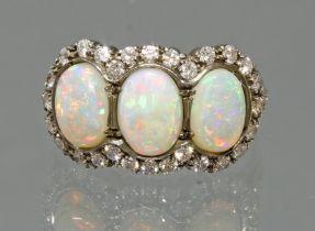 Ring, GG 750, teils weiß belötet, 3 Vollopal-Cabochons, 28 Besatz-Diamanten, 5 g, RM 18.5