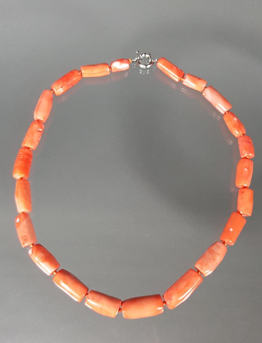 Halskette, Korall-Elemente, Metallschließe, 59 cm lang, 128 g