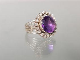 Ring, WG 585, 1 runder facettierter Amethyst ø ca. 9 mm, 20 Diamanten zus. ca. 1.0 ct., 11 g, RM 17