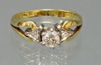 Ring, WG/GG 750, 1 Brillant ca. 0.35 ct., 2 Diamanten, 5 g, RM 17.5