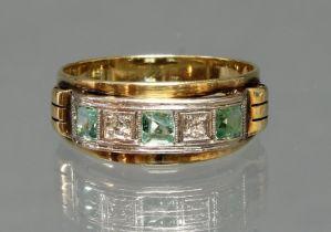 Ring, WG/GG 585, 2 Diamanten, 3 Smaragde (1x mit Chip), 3 g, RM 18