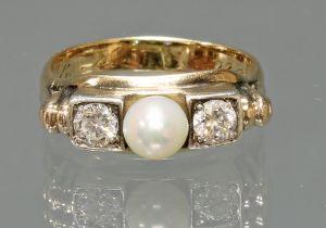 Ring, 1940er Jahre, GG 585, 2 Diamanten, Altschliff, 1 Akoya-Zuchtperle ø ca. 5 mm, 4 g, RM 18