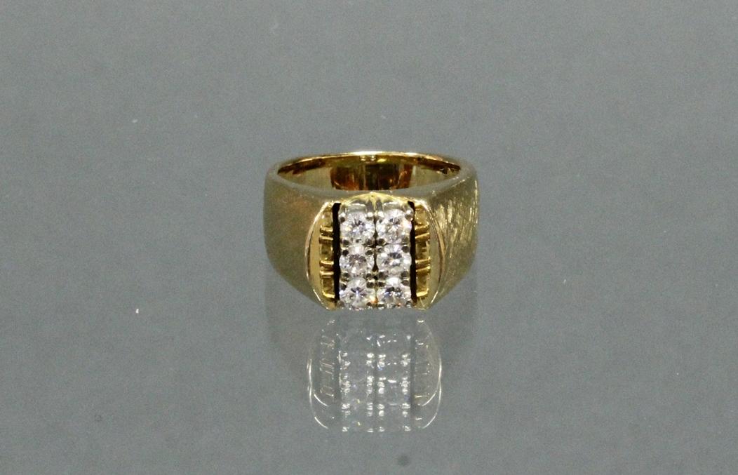 Ring, 1970er Jahre, GG 750, mattiert, 6 Brillanten zus. ca. 0.60 ct., etwa w/si, 10 g, RM 16