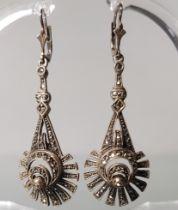 Paar Ohrgehänge, um 1900, Silber 835, mit Markasiten, 5.5 cm lang