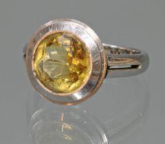 Ring, WG 750, 1 runder facettierter Citrin, 4 g, RM 18