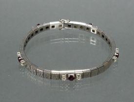Armband, WG 750, mattiert, 5 runde facettierte Rubine zus. ca. 1.25 ct., 10 Brillanten zus. ca. 0.8