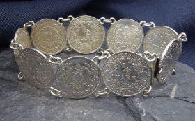 MÜNZARMBAND, Silber. Gearbeitet aus insgesamt neun 1/2 Mark Münzen (Deutsches Reich, 1905-1915,