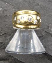 RING - 750 yellow gold