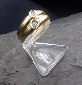 RING, 585er Gold (5,5 g), sich verbreiternde Ringschiene, besetzt mit 2 Brillanten von je 0,05