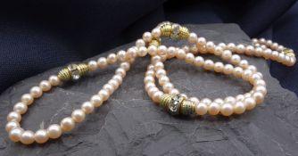 PERLENKETTE, roséfarbener Perlenstrang (Perlen-D: 4,5 mm) mit goldfarbenen Elementen sowie jeweils 5