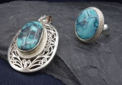 JEWELRY SET: PENDANT AND RING WITH TURQUIS