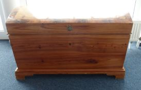 CHEST / ROUND LID CHEST, coniferous wood, cherry stained and varnished, the round lid with ribbon