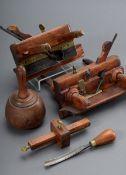 5 Diverse alte Zimmermanns- oder Tischlerwerkzeuge: 2 Nuthobel, Stecheisen, Str