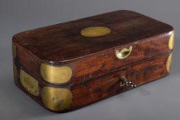 Mahagoni Offizierskassette mit Messingecken und -griffen, verschraubbar, 19.Jh.