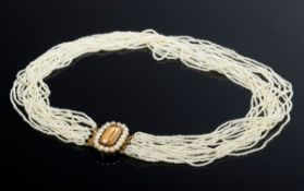 Zartes Saatperlencollier mit ovaler GG 585 Schli | Delicate seed pearl necklace with oval GG 585 cl