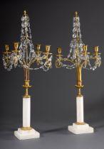 Paar klassizistische Tafelgirandolen mit feuerve | Pair of classicistic table girandoles with fire-