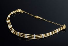 Dreireihiges GG 750 Chokerhalsband mit Saatperlen | Three row GG 750 choker necklace with seed bead