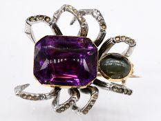 Insekten-Brosche mit violettem und grünem Farbstein und Diamanten, Ende 1900. 585/- Gelbgold u