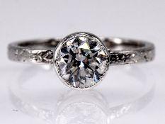 Solitär-Ring mit Brillant ca. 1,02 ct, Art Deco. Platin. Gesamtgewicht ca. 3,5 g. Chatonfassun