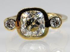 Massiver Ring mit ca. 3 ct Altschliff-Diamant und 2 Altschliff-Diamanten, zus. ca. 0,4 ct, Juwelier