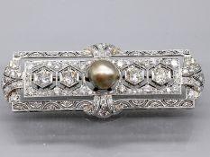 Prunkvolle Brosche mit Orientperle und 114 Altschliff-Diamanten zus. ca. 4,8 ct, Art Deco 585/-