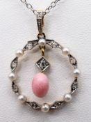 Anhänger mit Conch Perle, Orientperlen und Diamantrosen, zus. ca. 0,05 ct, um 1920. 585/- Gelb
