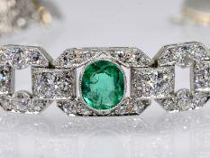 Armband mit kolumbianischem Smaragd ca. 1,2 ct und 52 Altschliff - Diamanten zus. ca. 2,2 ct