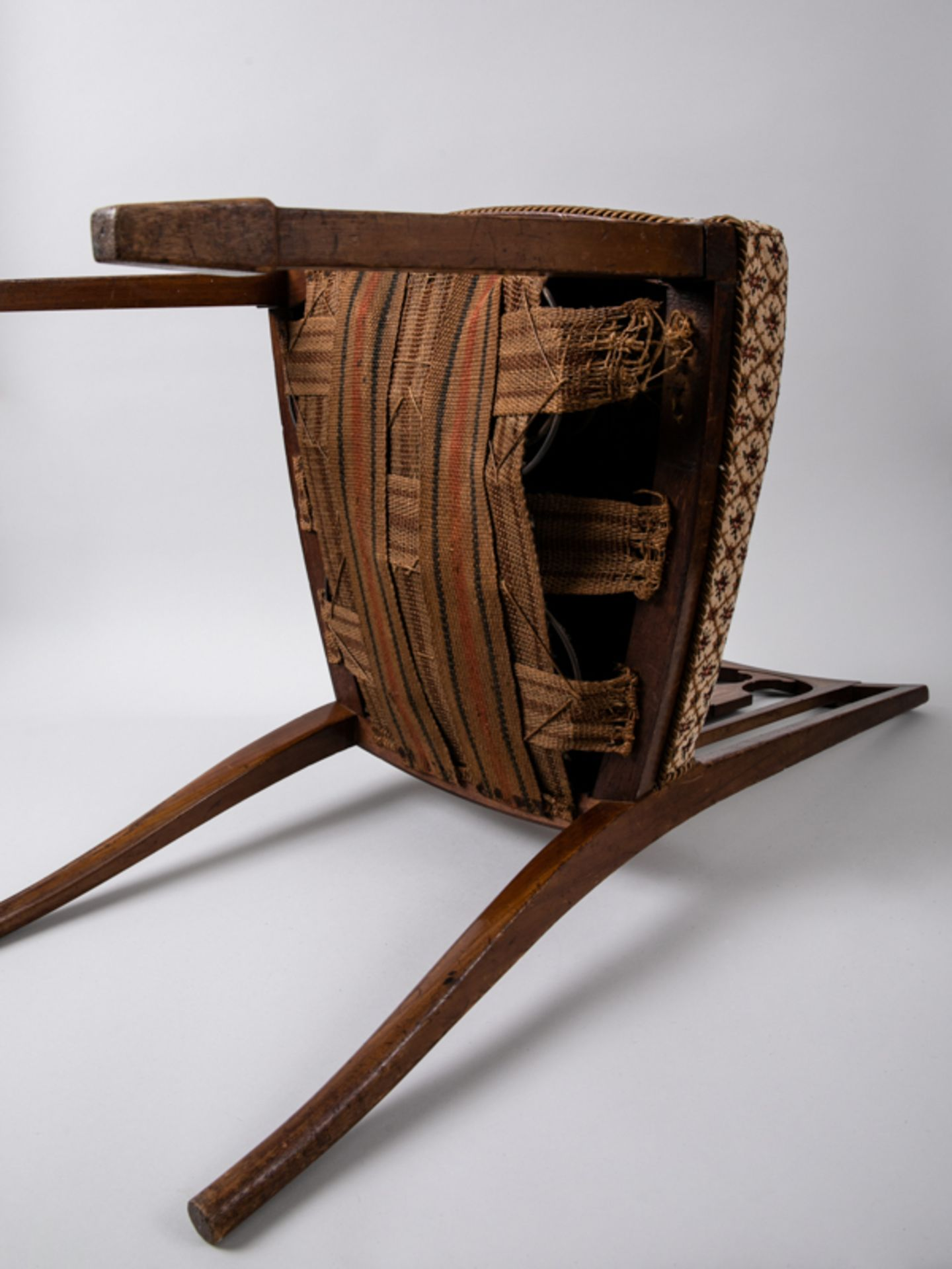 Paar Sheraton-Stühle, England, 18./19. Jh. Buche und verschiedene Einlegehölzer mit ebonisier - Bild 4 aus 4