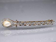 Stabnadel mit Orientperle und Diamanten, zus. ca. 1,4 ct, Art Deco. 585/- Gelbgold mit Weißgol