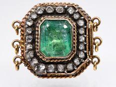 Antikes Schloss mit Smaragd ca. 2,5 ct und 22 Diamantrosen, zus. ca. 0,4 ct, um 1900. 585/- Gel