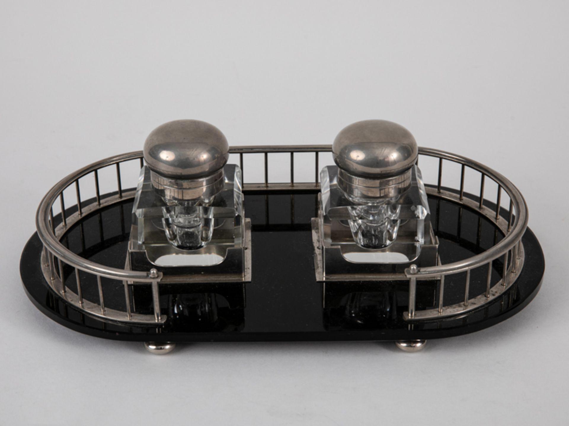 Art-Déco-Schreibtischgarnitur mit 2 Tintenfässern, Anf. 20. Jh. Glas und Nickel; 3-teilig, be