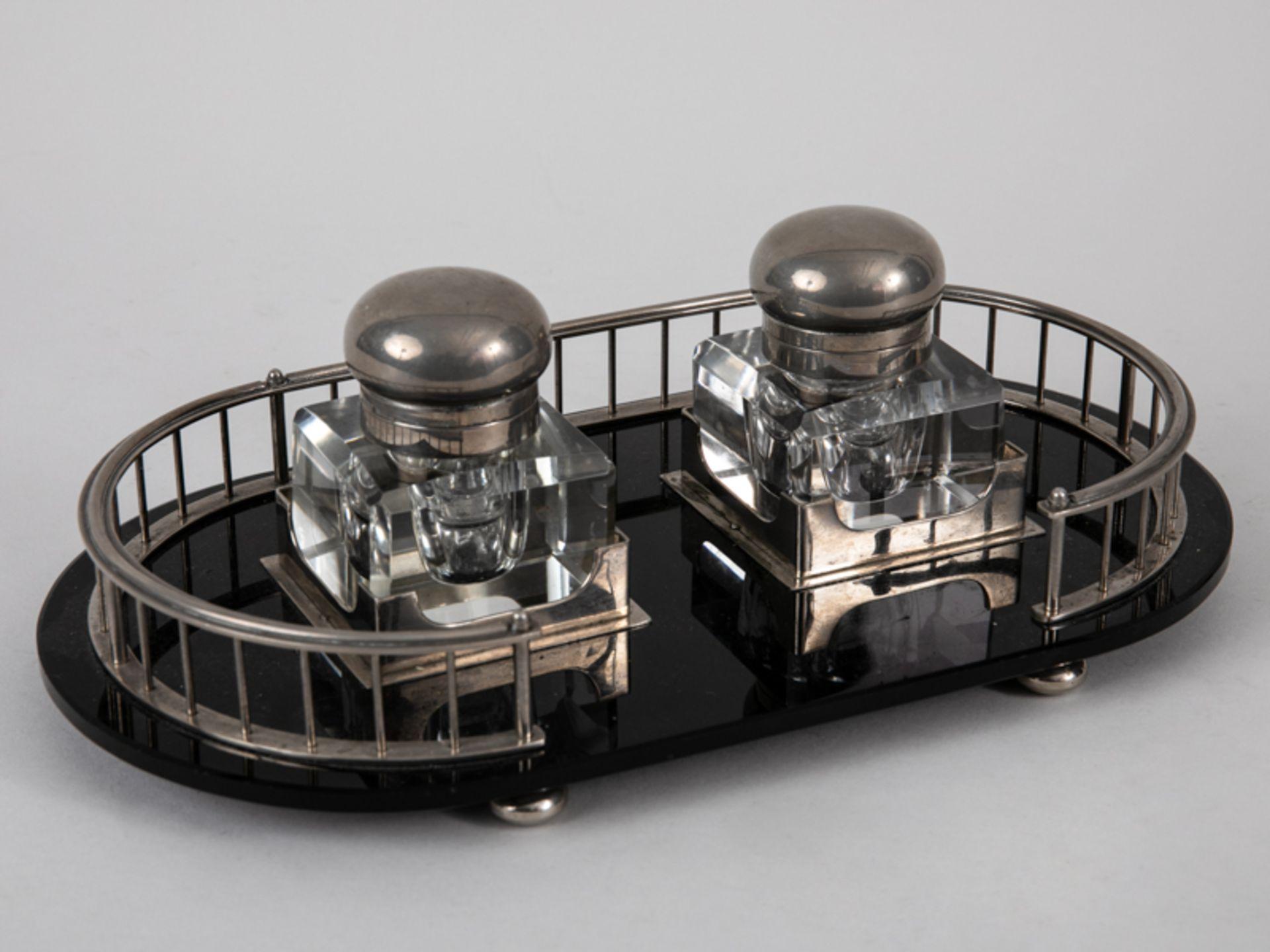 Art-Déco-Schreibtischgarnitur mit 2 Tintenfässern, Anf. 20. Jh. Glas und Nickel; 3-teilig, be - Bild 2 aus 6