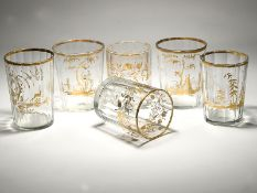 6 Empire-Facettebecher-Gläser mit Goldmalereien, um 1800. Farbloses Glas mit variierten Goldma