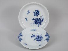 """2 Gebäck-Schalen/Teller, """"Blaue Blume"""", Royal Copenhagen, 20. Jh. Weißporzellan mit unter Gla"""