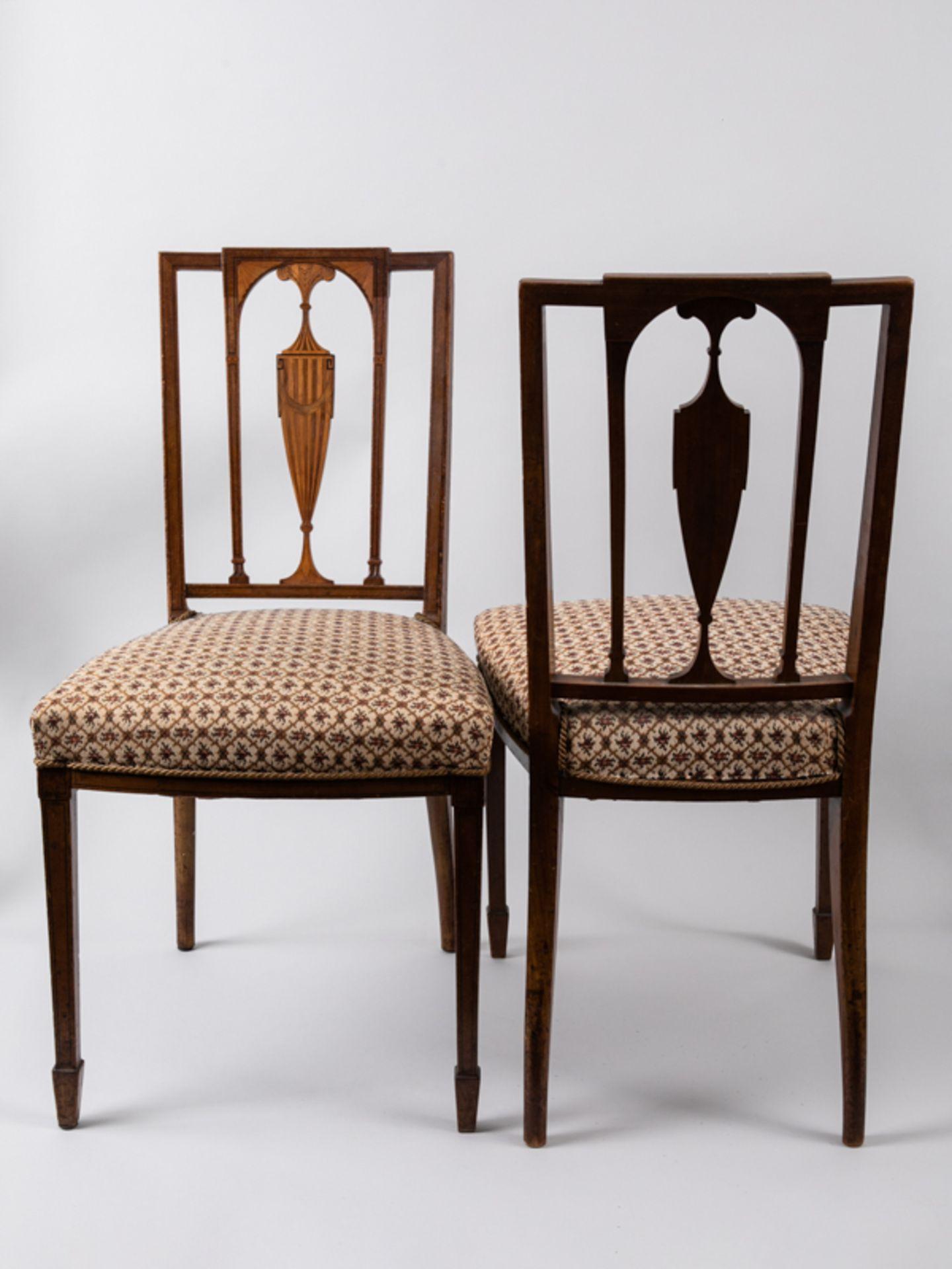 Paar Sheraton-Stühle, England, 18./19. Jh. Buche und verschiedene Einlegehölzer mit ebonisier - Bild 2 aus 4