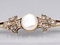 Stabnadel mit natürlicher Perle und Diamanten, zus. ca. 0,2 ct, 60- er Jahre. 585/- Gelbgold.