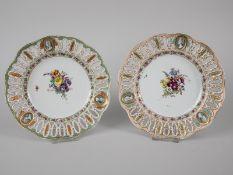 Paar Dessertteller der Marcolini-Zeit, Meißen, um 1780/90. Weißporzellan mit polychromer Flor