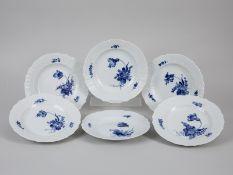 """6 Menüteller, """"Blaue Blume"""", Royal Copenhagen, 20. Jh. Weißporzellan mit unter Glasur blauer"""