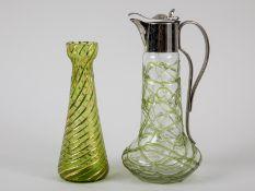 Jugendstil-Vase und Karaffe, wohl Böhmen, um 1900. Hellgrünes bzw. farbloses Glas, 1 x mit ve