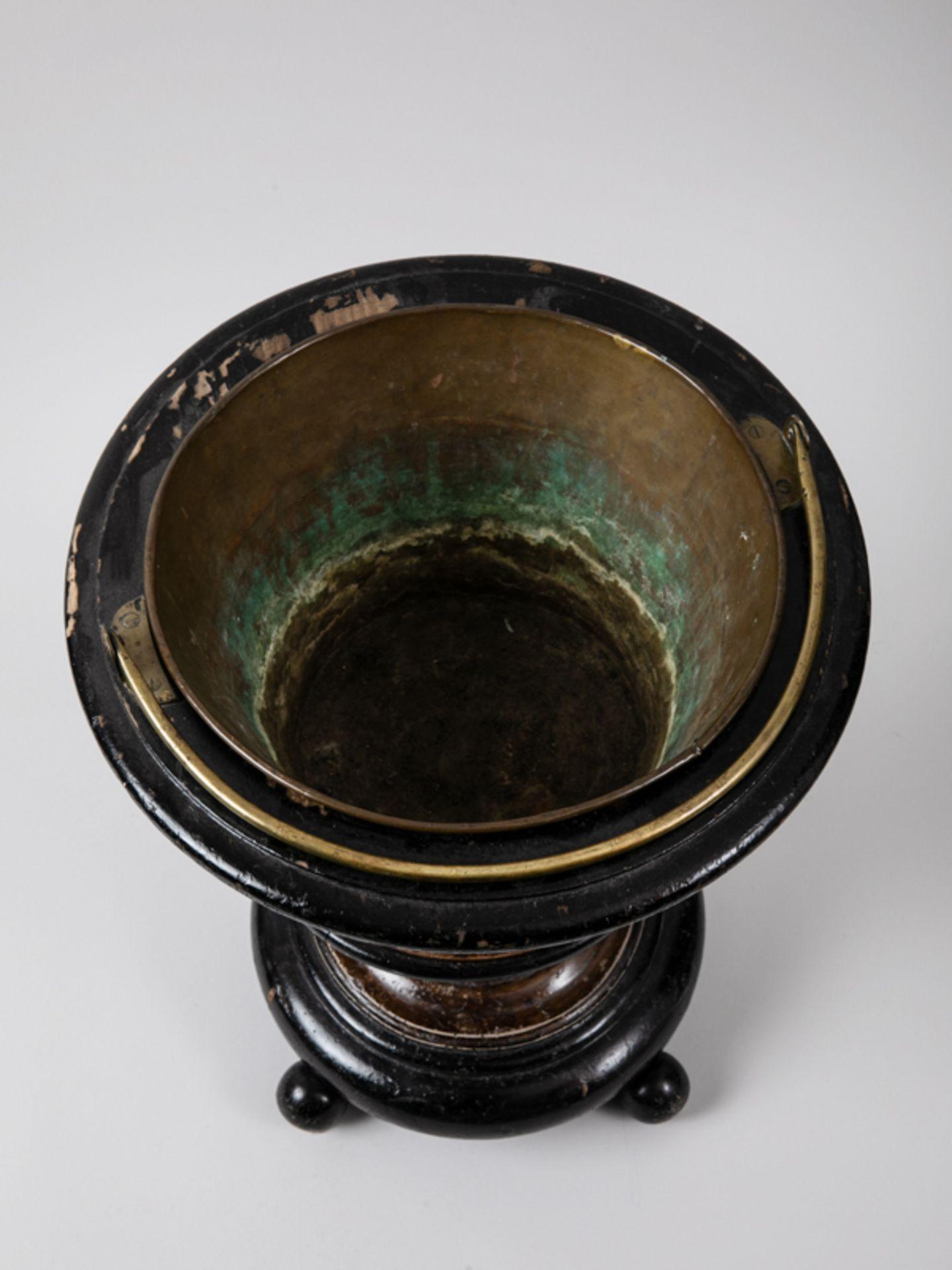 Weinkühler, England, Mitte 19. Jh. Mahagoni und andere Hölzer, teils (später) ebonisiert, mi - Bild 3 aus 3