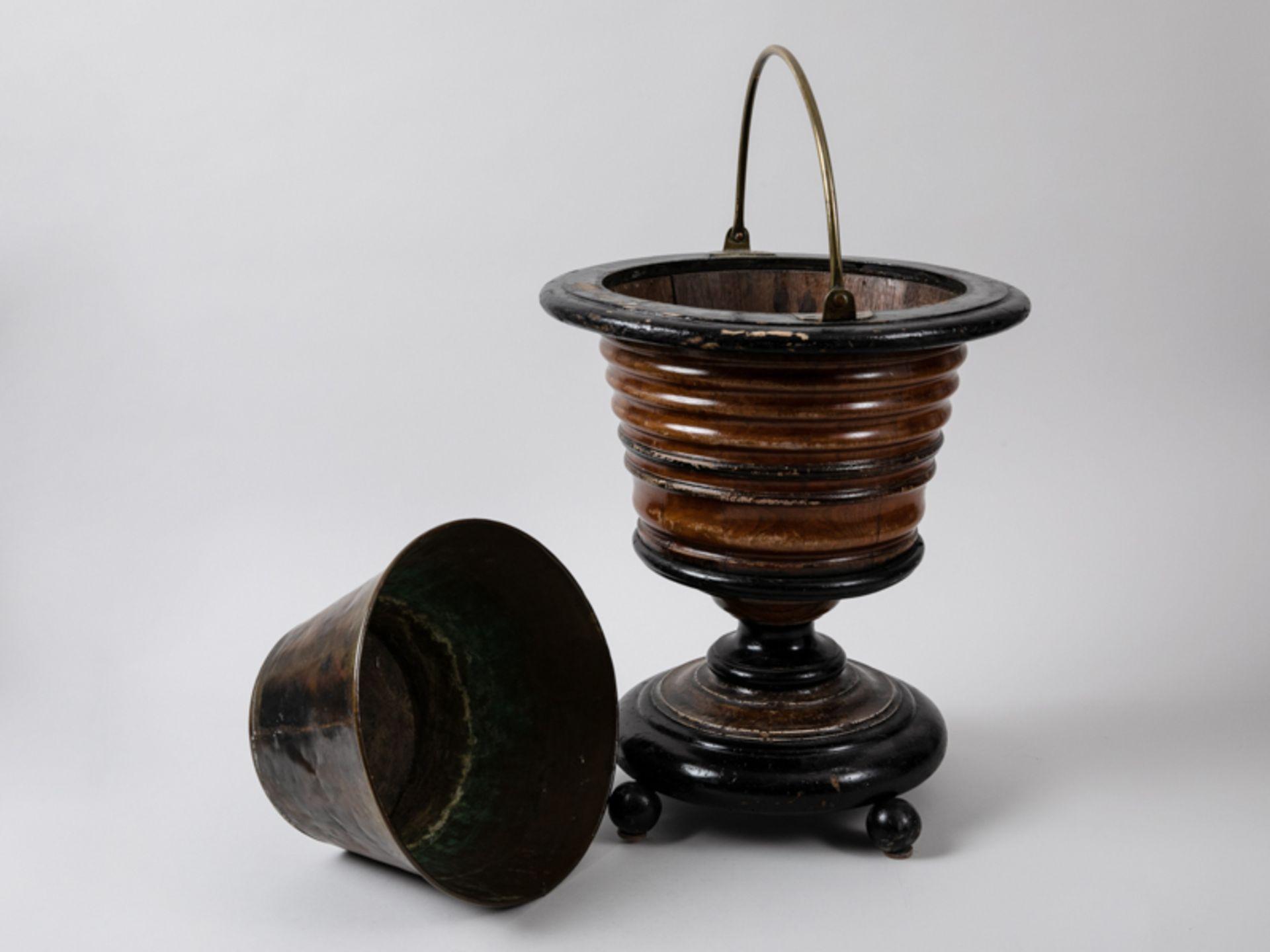 Weinkühler, England, Mitte 19. Jh. Mahagoni und andere Hölzer, teils (später) ebonisiert, mi - Bild 2 aus 3