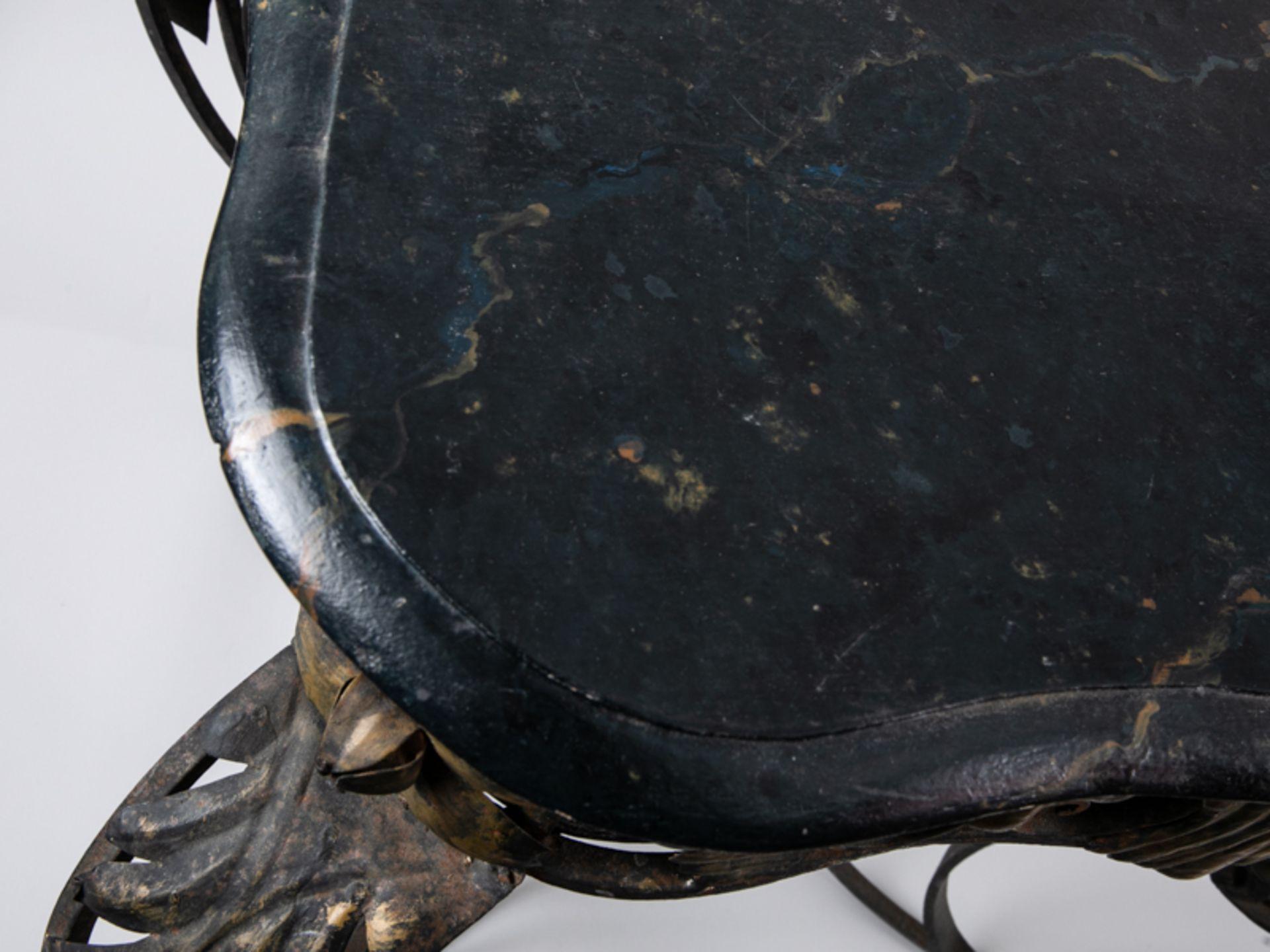 Blumen- bzw. Konsoltisch im Barockstil, 2. Hälfte 20. Jh. Eisengestell mit Holzplatte, Metall - Bild 3 aus 6